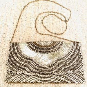 ❤️ SILVER BEADED CLUTCH w/ Chain Strap‼️